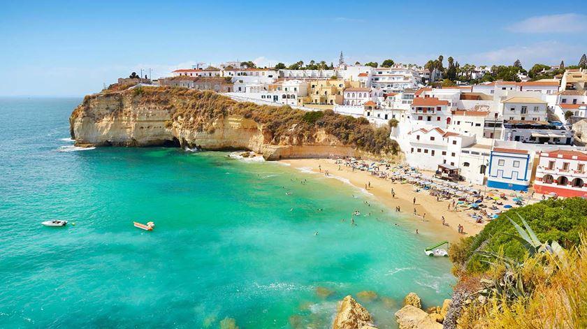 """""""Turismo reduzido a zero"""". Algarve prepara-se para """"quebra nunca vista"""", desemprego e falências"""
