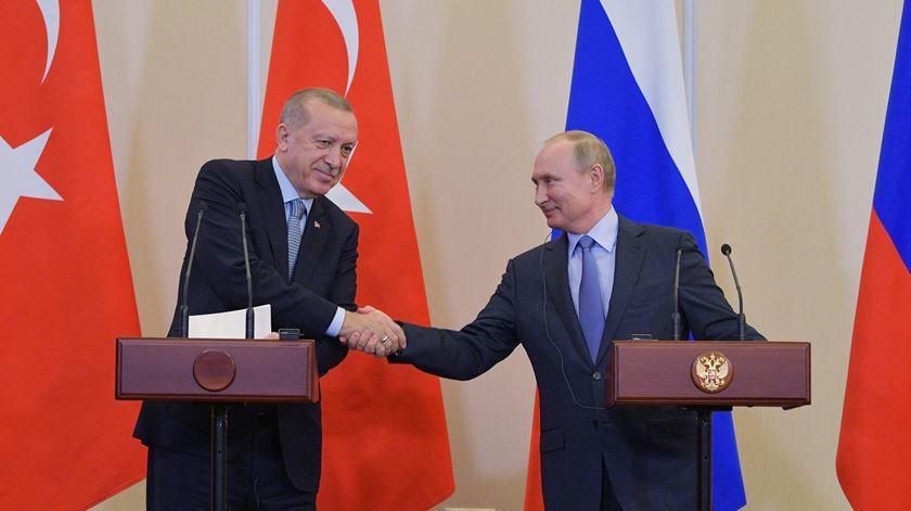 Rússia e Turquia dividem o nordeste da Síria, obrigando curdos a retirar