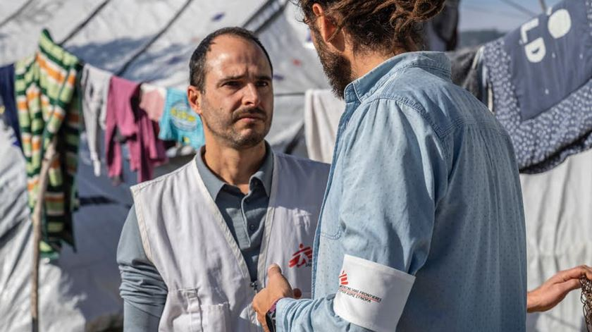 """Médicos Sem Fronteiras denunciam migrantes em """"condições desumanas"""" na Grécia"""