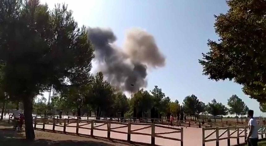 Avião militar da Espanha cai após desfile de feriado nacional
