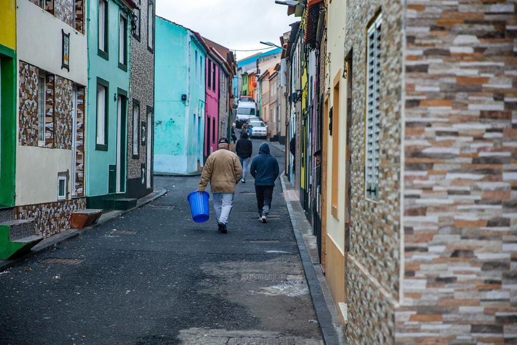Cerca sanitária em Rabo de Peixe poderá ser levantada na próxima semana. Foto: Eduardo Costa/Lusa