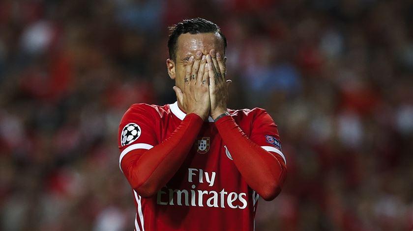Lage deixa Raúl de Tomás fora dos convocados do Benfica