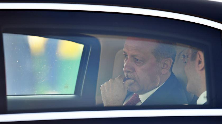 Reino Unido suspende venda de armas à Turquia