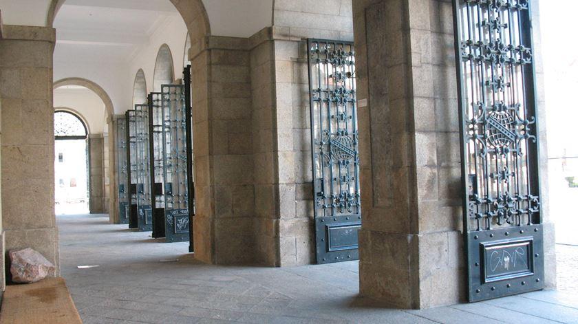 Estão definidas as regras que vigoram destas portas para dentro. Foto: RR