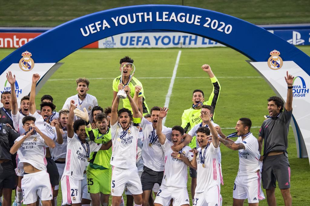 O Real Madrid é o atual campeão da Youth League. Bateu o Benfica na final de 2020 Foto: Jean-Cristophe Bott/EPA