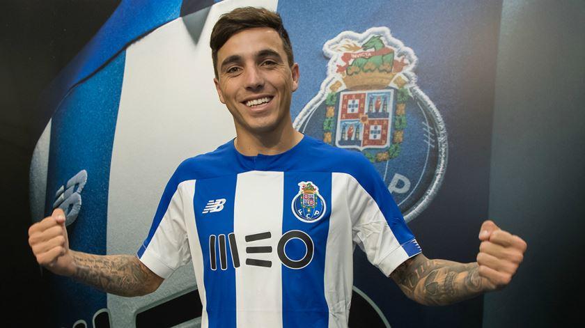 Saravia já veste a azul e branca. Foto: FC Porto