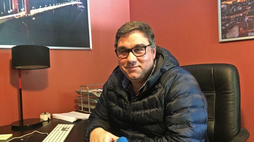 Nuno Oliveira abriu a empresa Ajudef, em Alcanena, com o objectivo de empregar pessoas com deficiência. Foto: Sandra Afonso/RR