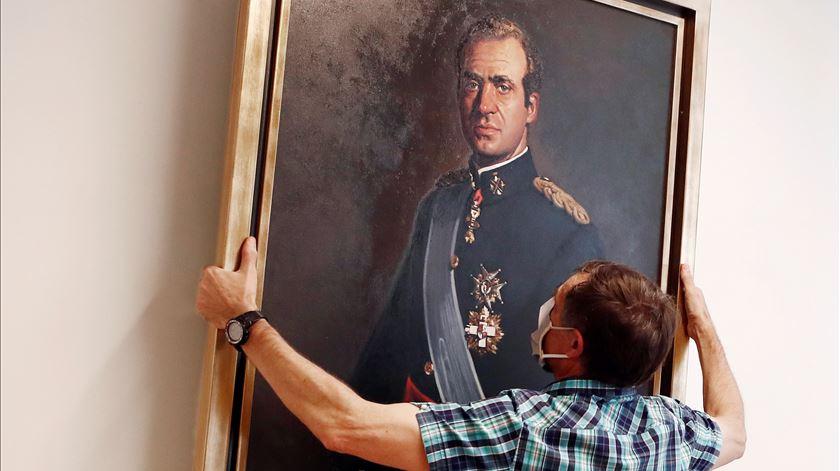 """Ascensão e queda de Juan Carlos. De """"melhor embaixador de Espanha"""" a Rei no exílio"""
