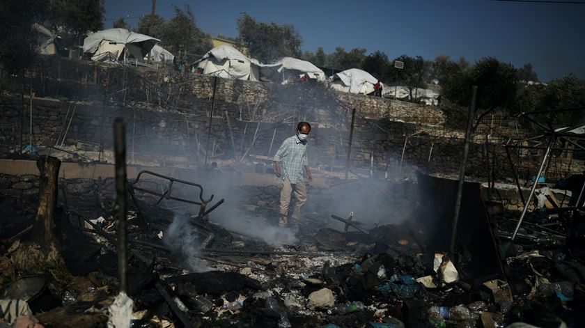 """Portuguesa em Moria descreve """"cenário pós-apocalíptico"""" depois de incêndio"""