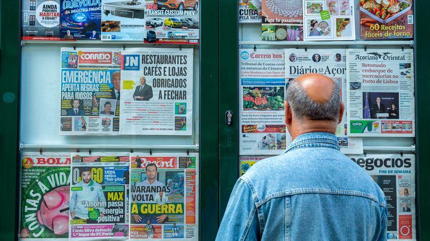 O coronavírus também infeta os media. TV e internet são os mais poupados à crise