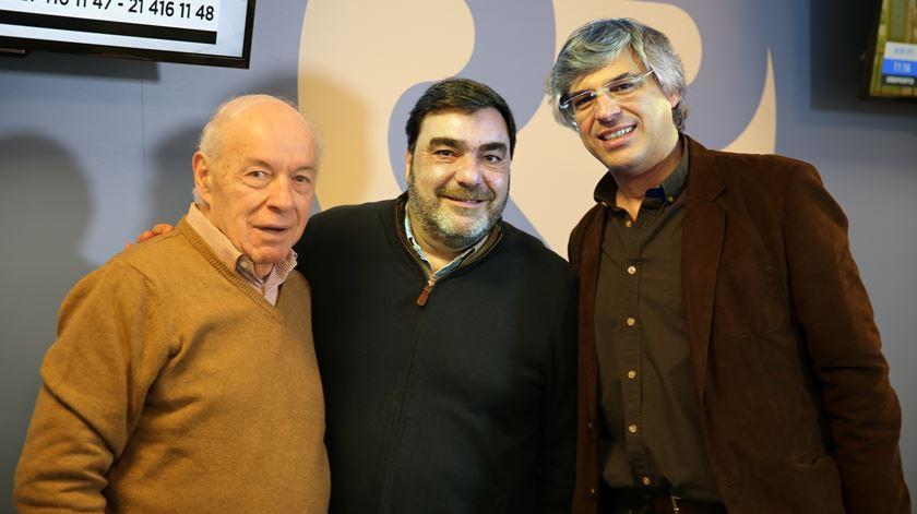 O comentador desportivo Ribeiro Cristovão (ex-jornalista de Desporto da Renascença) com Paulino Coelho e o editor de Desporto, Pedro Azevedo