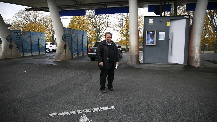 Ricardo investiu na sua lavagem de carros para aproveitar mais a água da chuva. Mas e se deixar de chover?