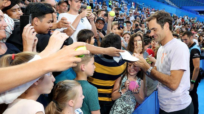 Roger Federer em contacto com os fãs, na Austrália. Foto: Richard Wainwright/EPA