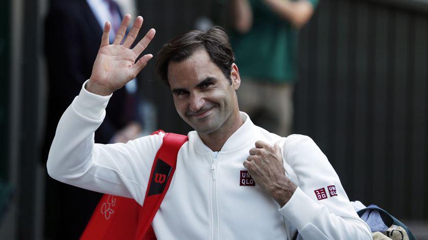 Federer anda para as curvas. Foto: EPA