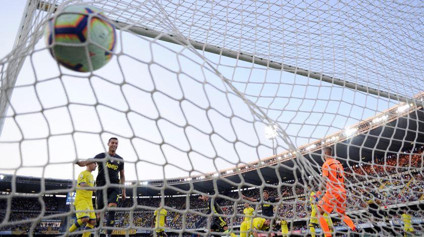 O jogo de estreia de Ronaldo com a camisola da Juventus foi em Verona, na casa do Chievo. Foto: Alberto Lingria/Reuters