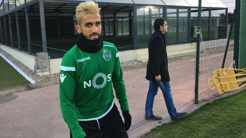 """Rúben Ribeiro """"apanhado"""" à entrada do treino dos leões. Foto: Sporting"""