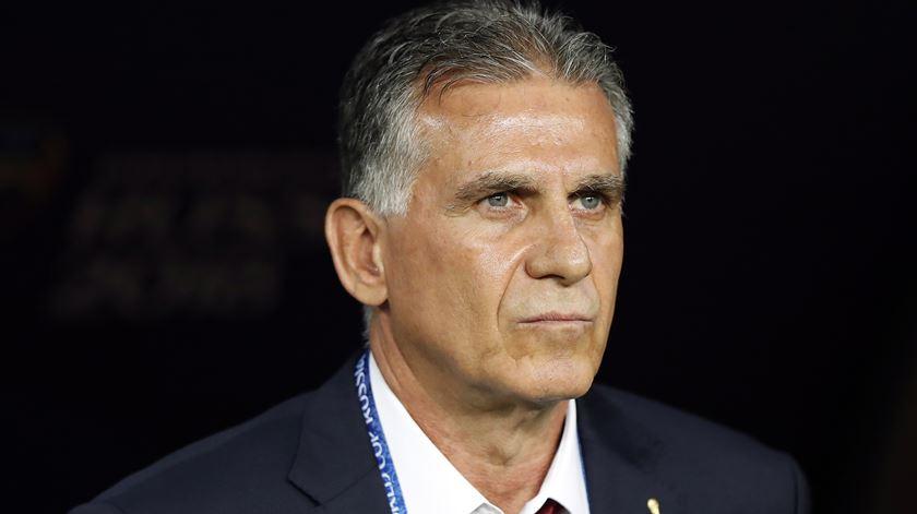 Carlos Queiroz orienta a seleção colombiana. Foto: Rungroj Yongrit/EPA