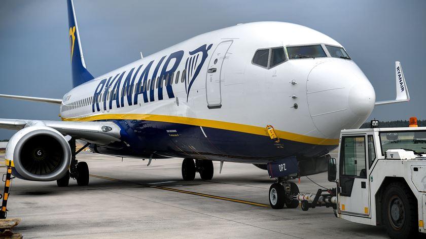 Quer ser tripulante na Ryanair? Ou aceita salário mínimo ou tem de emigrar