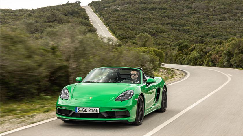 Porsche lança 718 GTS e Macan GTS e a Renascença já os conduziu. E depois, acelerámos no autódromo