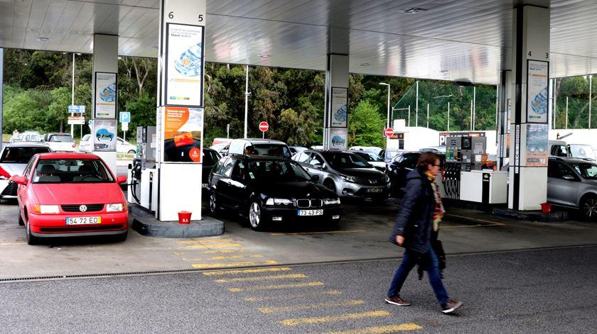 Combustíveis devem aumentar 2,5 cêntimos no início do ano