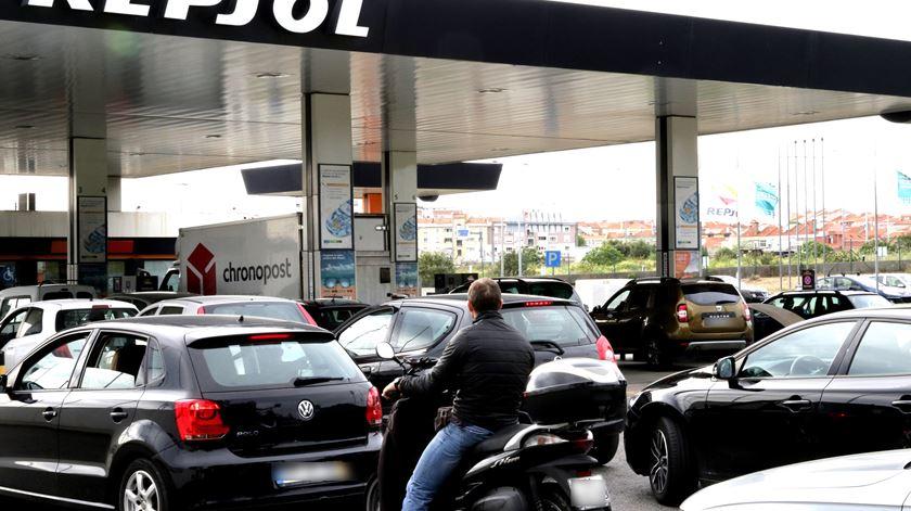 Corrida aos combustíveis gera filas na Grande Lisboa