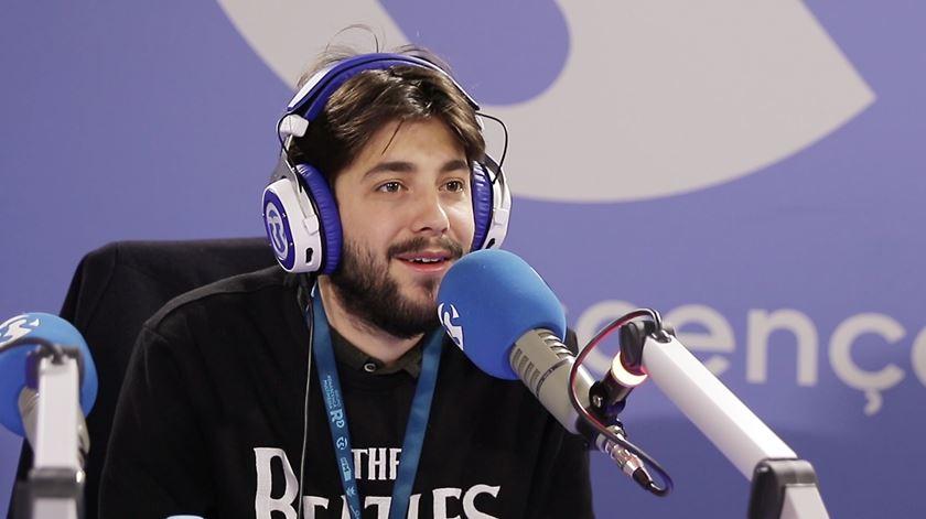"""Salvador Sobral com André Santos: """"Anda Estragar-me os Planos"""""""