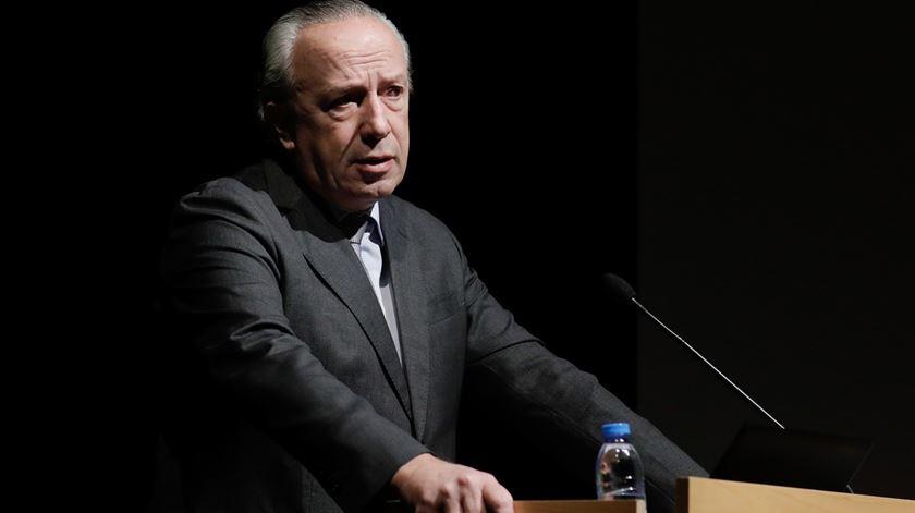 Santana Lopes desafia partidos extra-geringonça para coligação pós-eleitoral