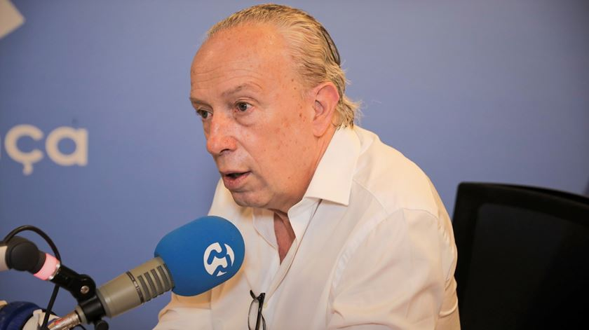 """Santana Lopes diz não a Governo com Costa. """"Estamos completamente longe"""""""
