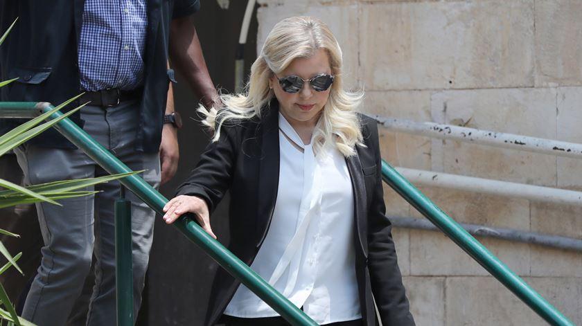 Mulher de Netanyahu considerada culpada de uso indevido de dinheiros públicos