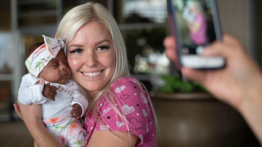 """Saybie nasceu com 245 gramas. """"Bebé mais pequeno do mundo"""" já teve alta"""