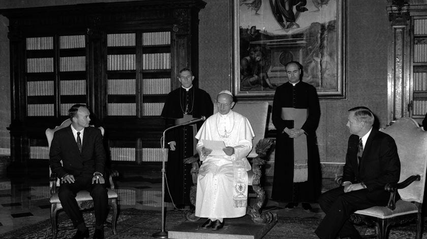 """50 anos de Apollo 11 - A saudação de Paulo VI aos """"conquistadores da lua"""" - Aura Miguel"""