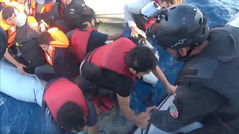 Polícia Marítima Portuguesa faz resgate atribulado na Grécia