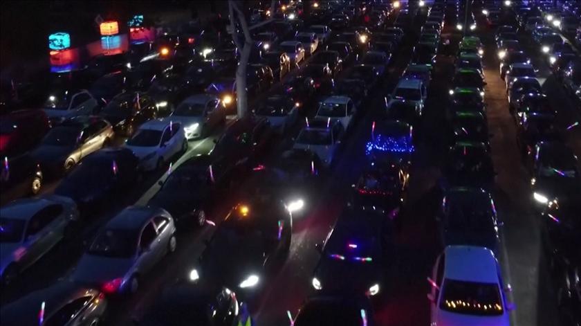 """Centenas de alemães juntam-se para a primeira """"drive-in rave"""" do país"""