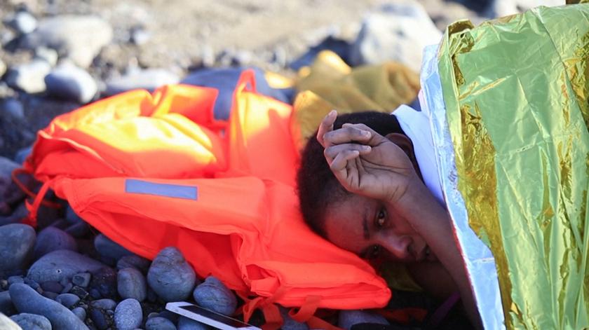Embarcação com 24 migrantes socorrida por banhistas na Grande Canária