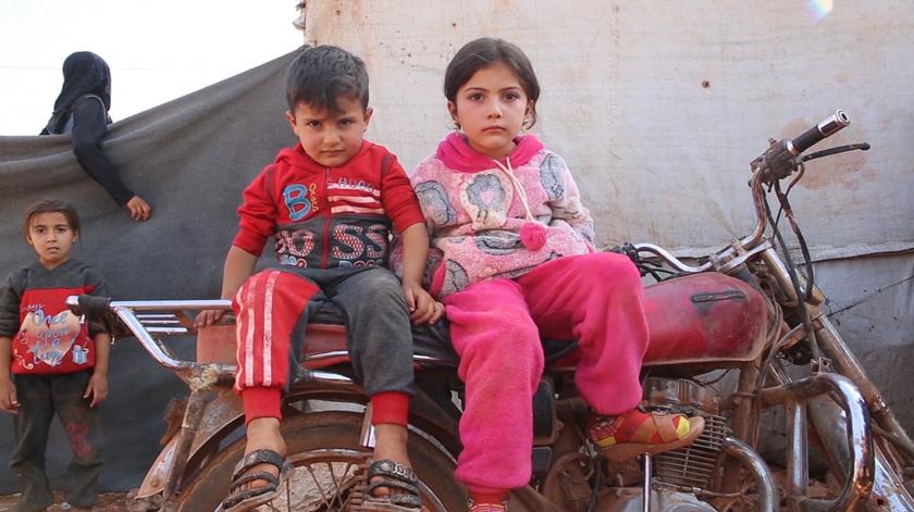 """""""Uma em cada quatro crianças vive num país conflituoso"""". UNICEF lança maior apelo a ajuda humanitária de sempre"""