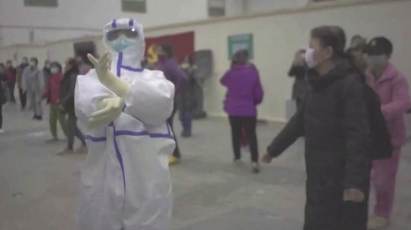 Coronavírus. Enfermeiros e pacientes em quarentena dançam para levantar os ânimos