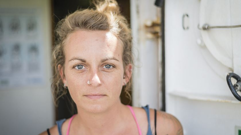 Capitã alemã enfrenta pena de prisão até 20 anos por salvar migrantes