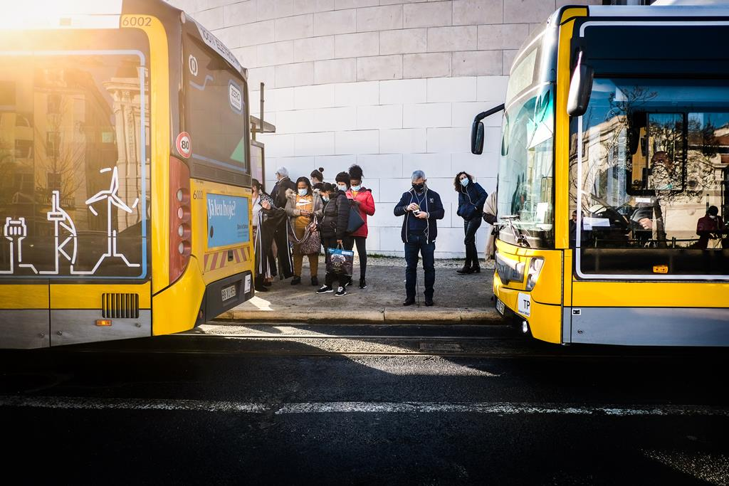 A partir de 28 de junho e até ao final de agosto, os transportes públicos irão operar sem restrições de lotação. Foto: Mário Cruz/Lusa