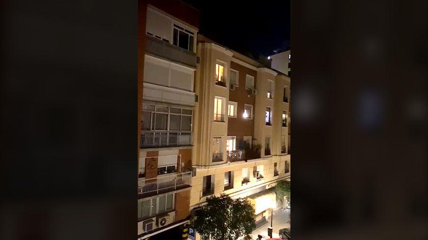 Da janela ou da varanda, Portugal bateu palmas ao SNS