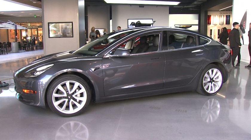 "Um Tesla ""low cost"" por 31 mil euros"