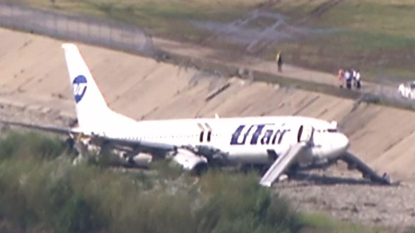 Acidente com avião que se despenhou e incendiou na Rússia faz 18 feridos
