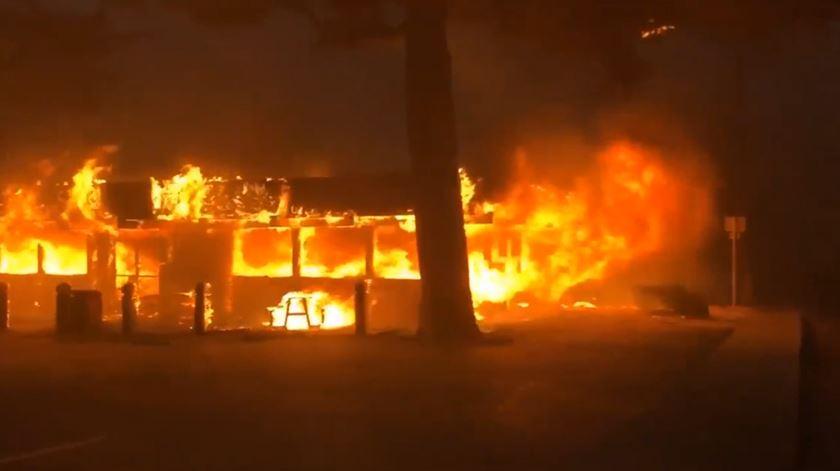EUA. Incêndios fazem cinco mortos na Califórnia