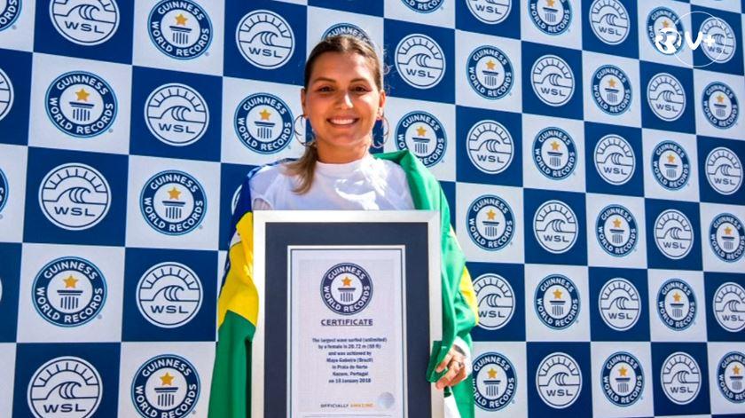 Nazaré. Maya consegue reconhecimento ao ser a primeira mulher a surfar onda gigante