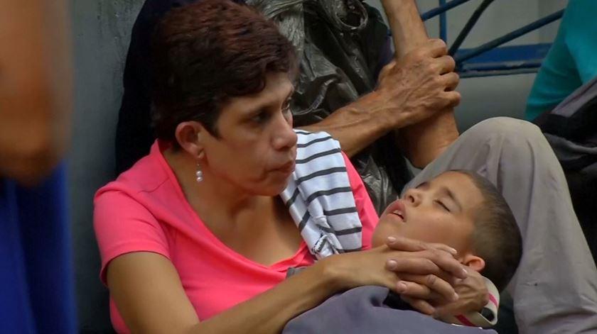 Enquanto Maduro apela ao regresso dos imigrantes, venezuelanos sofrem cortes de energia