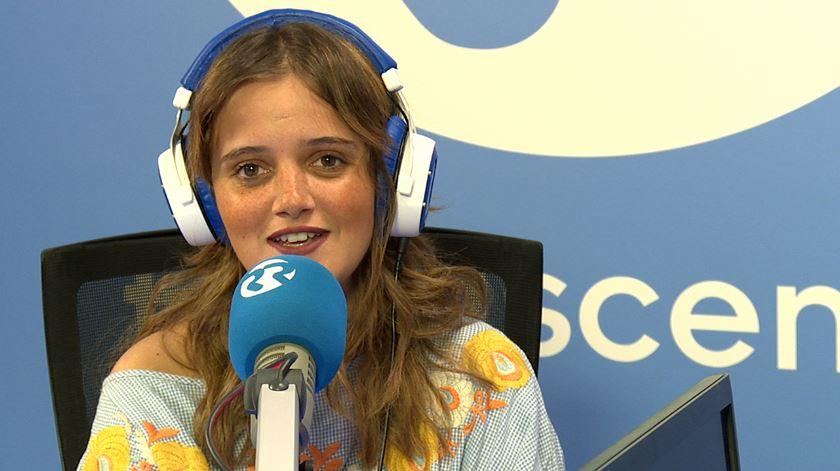 Carolina Deslandes e um disco composto em casa com um avião de papel para Rui Veloso