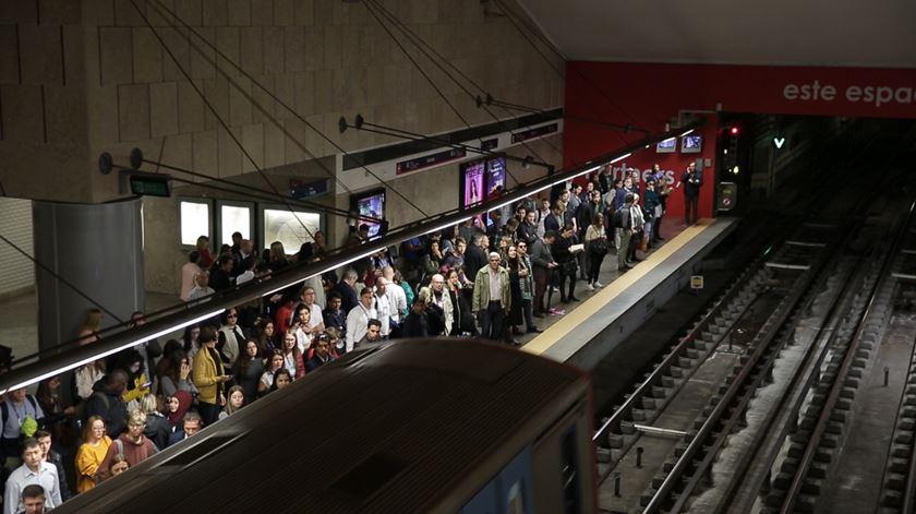Manhã tranquila no Metro de Lisboa no primeiro dia da Web Summit