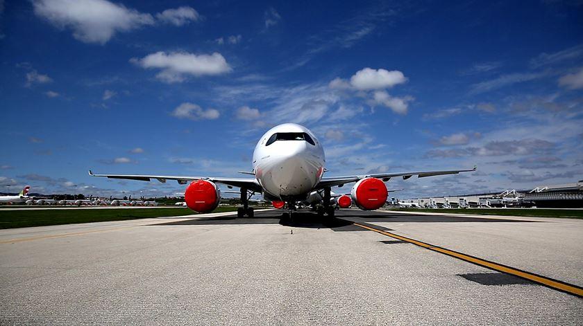 """Aeroporto fantasma. Estado de emergência deixa """"mar"""" de aviões estacionados na Portela"""