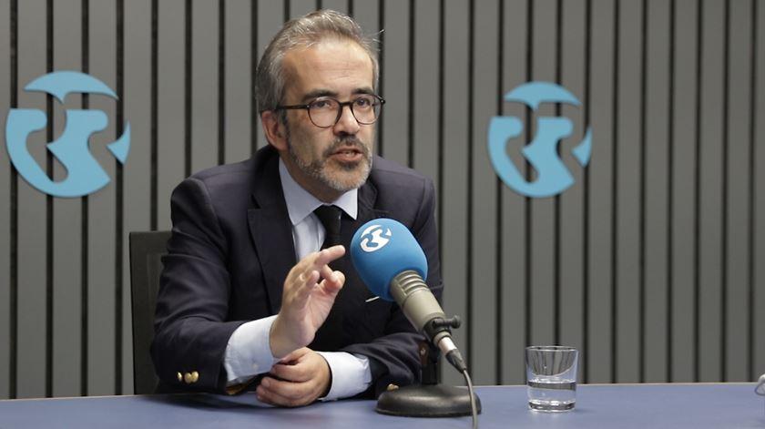 """Paulo Rangel. """"Temos uma visão pragmática da Europa e não uma visão utópica como o PS"""""""