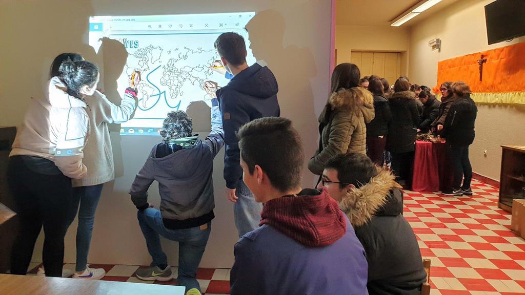 Sessão de catequese com adolescentes. Foto: Olímpia Mairos/RR