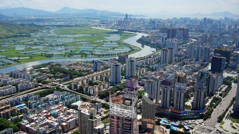 Na década de 1980, era apenas uma pequena cidade no sul da China. Hoje, Shenzhen é uma potência económica, com uma previsão de 12,4 milhões de turistas internacionais em 2018. Foto: Wikipédia